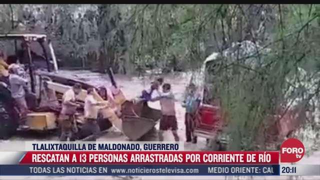 rescatan a 13 personas que fueron arrastradas por la corriente de un rio en guerrero