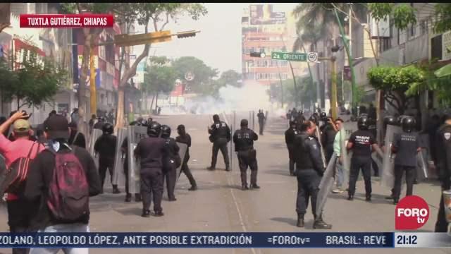 se enfrentan normalistas contra policias en tuxtla gutierrez chiapas