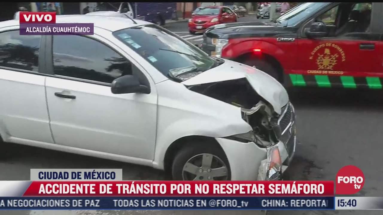 se registra accidente de transito por no respetar el semaforo