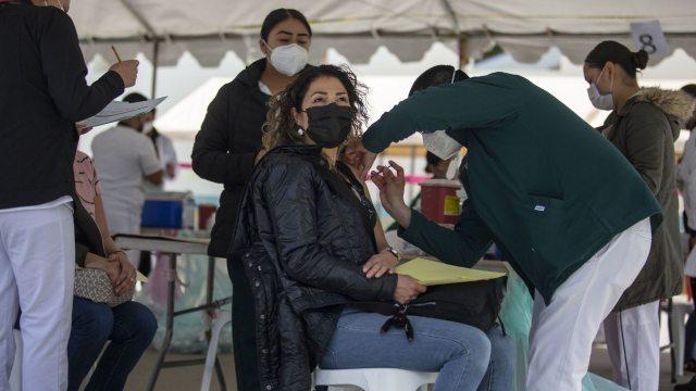 México registra récord en vacunación COVID-19
