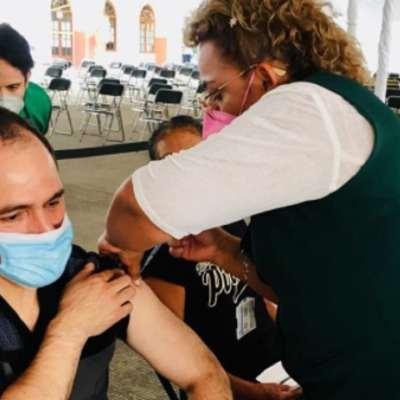 Arturo-Herrera-recibe-vacuna-contra-COVID-19