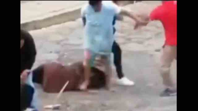 Video: A machetazos, así pelea una familia en plena calle
