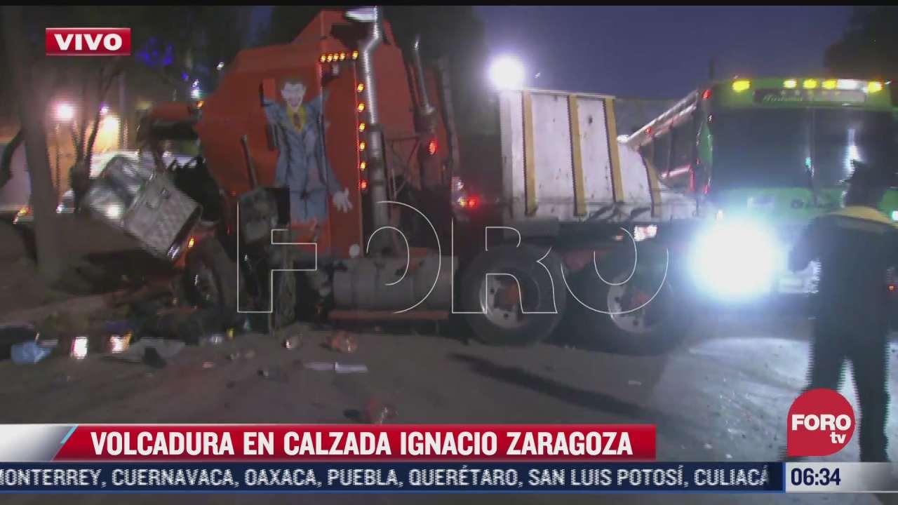 vuelca trailer en calzada ignacio zaragoza en cdmx