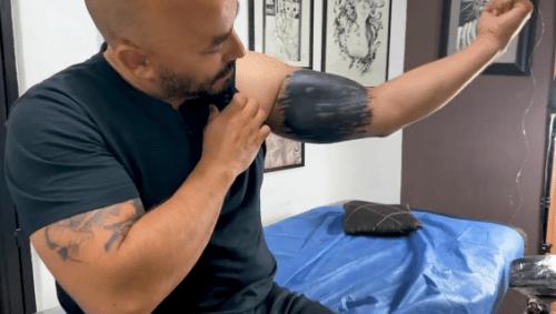 Lupillo Rivera muestra cómo tapó el tatuaje de Belinda