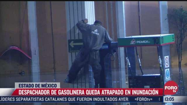 despachador de gasolinera queda atrapado en inundacion en tlalnepantla edomex