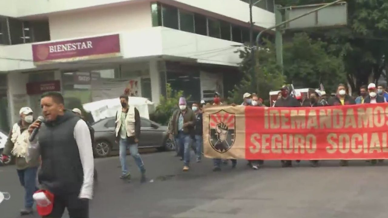 integrantes del sme marchan a la secretaria de gobernacion