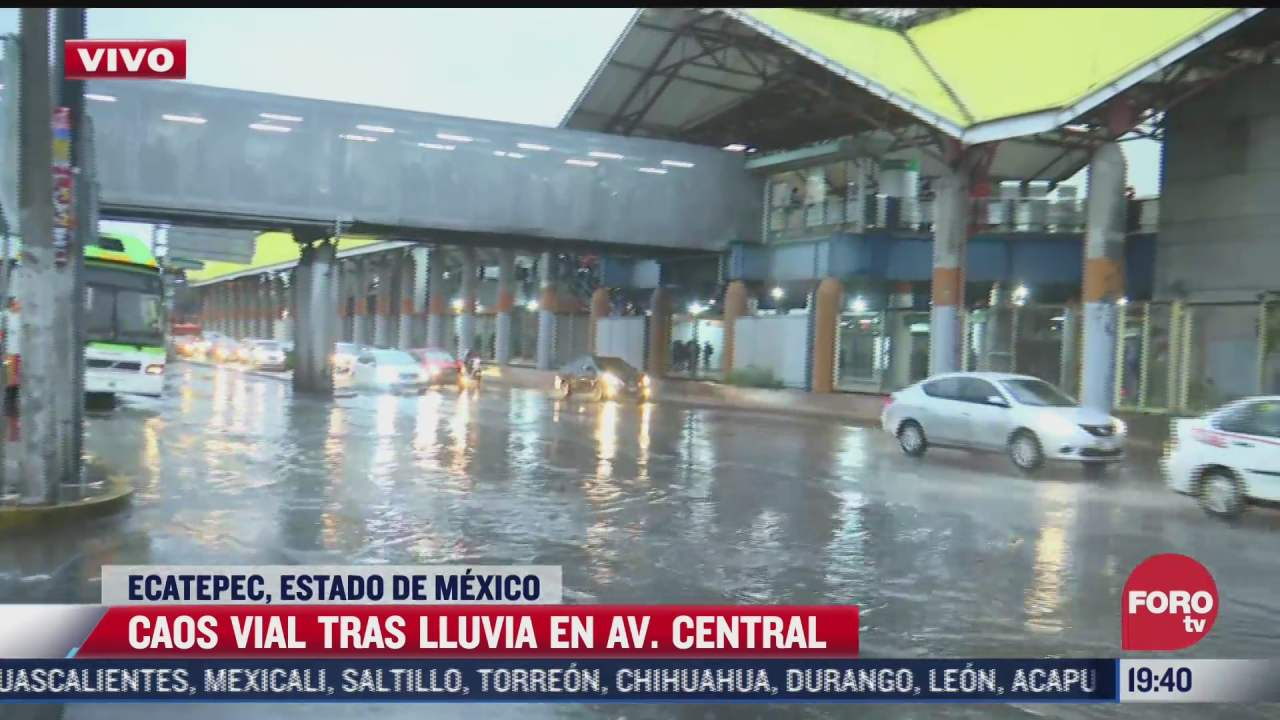 intensa lluvia provoca caos vial en la avenida central