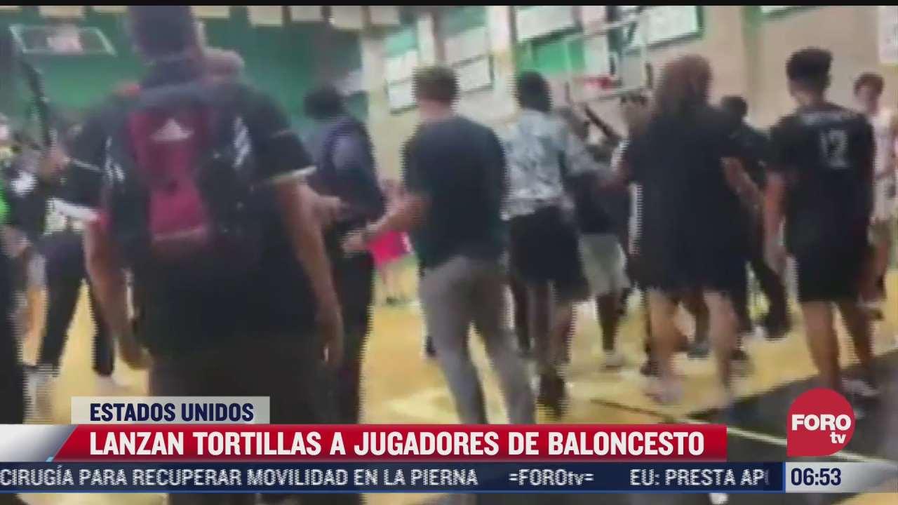 lanzan tortillas a jugadores de basquetbol