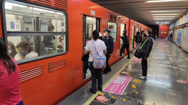 Línea A del Metro de CDMX reanuda servicio en su totalidad tras suspensión por lluvias