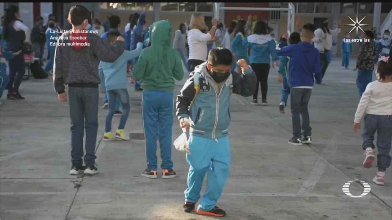 nino festeja con baile el regreso a su escuela en la alcaldia iztacalco cdmx