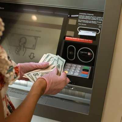 Mujer de Florida halló mil millones de dólares en su cuenta