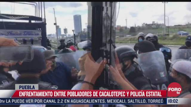 pobladores se enfrentan con policias por incumplimiento de obras en san andres cholula