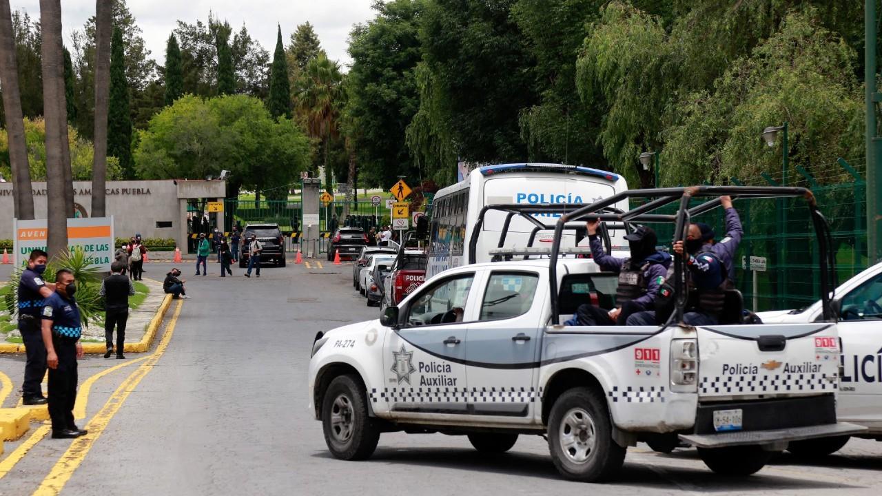 Policías estatales aseguran instalaciones de la Universidad de las Américas, en Puebla