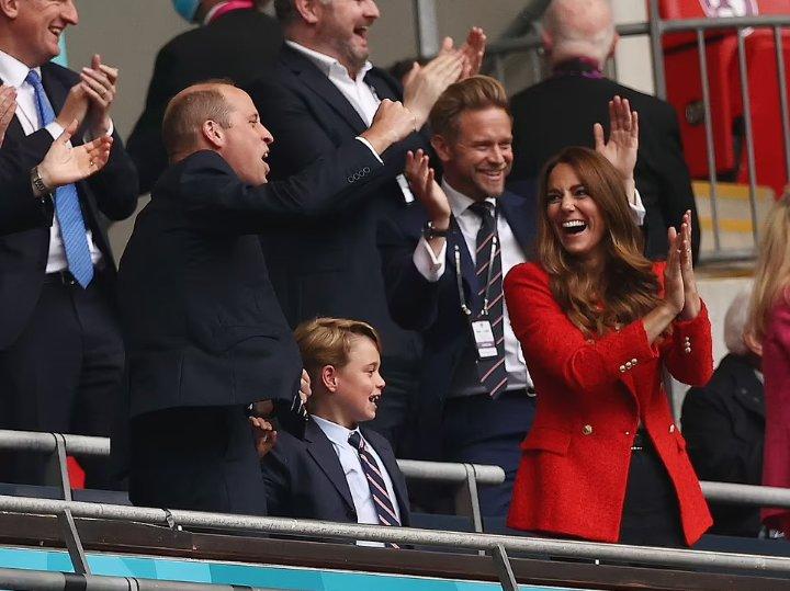Príncipe George festeja gol de Inglaterra en Euro 2020 con su familia
