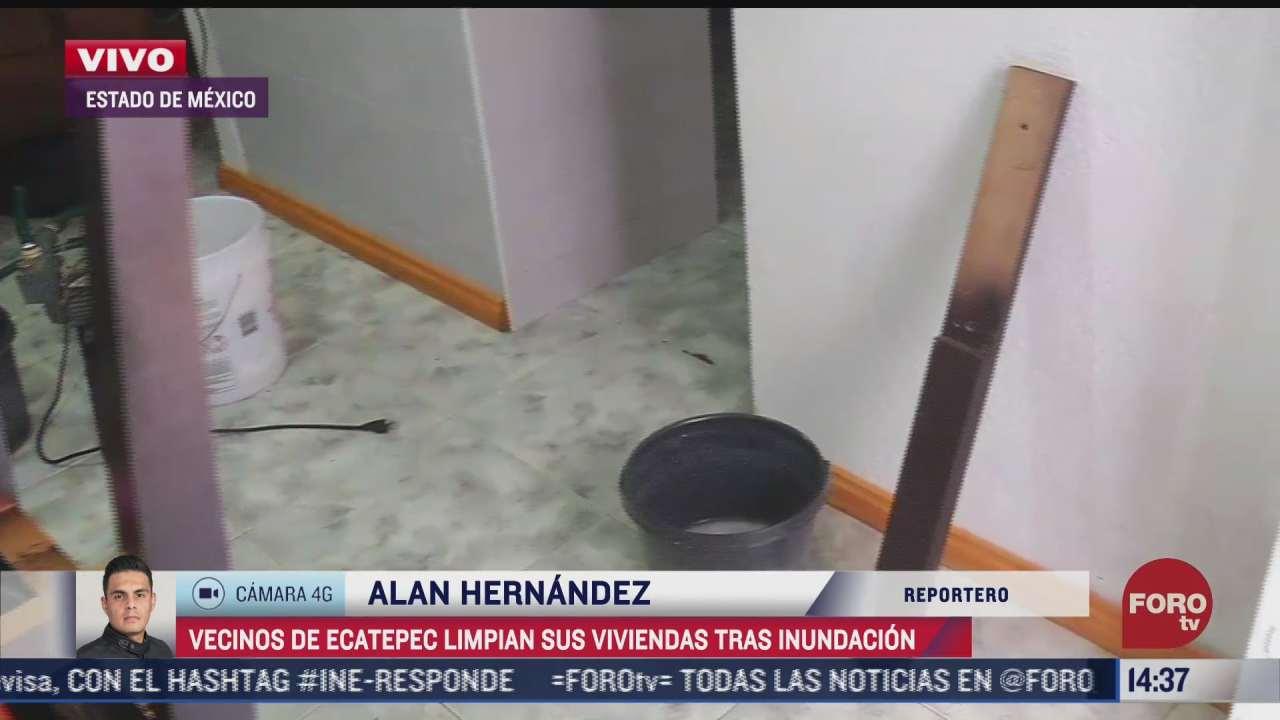 vecinos limpian sus casas tras inundaciones en ecatepec