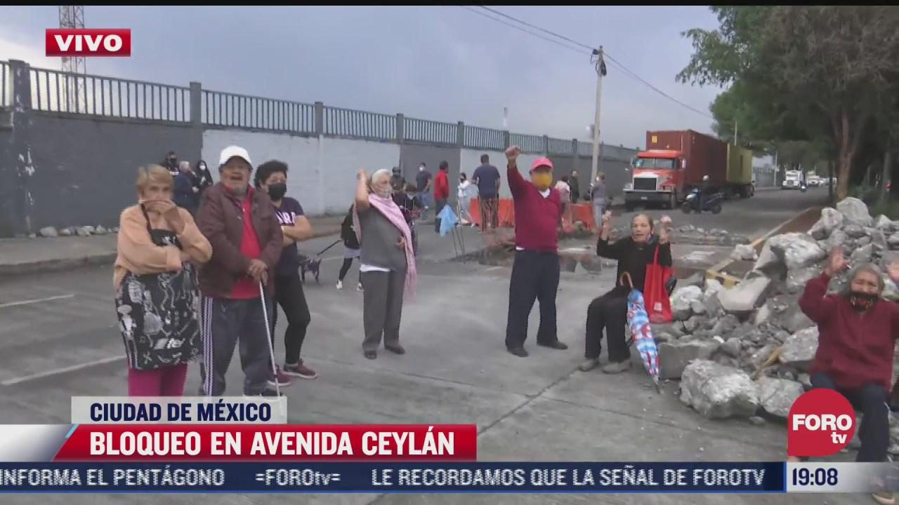 cerca de 50 vecinos bloquean avenida ceylan por la falta de agua
