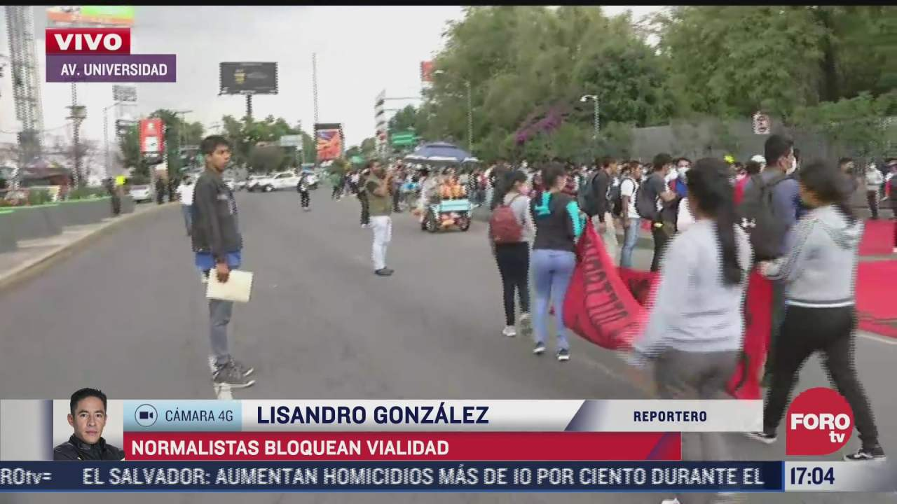 cientos de normalistas bloquean carriles de av universidad