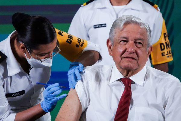 Vacuna AstraZeneca: Estas son las reacciones más comunes