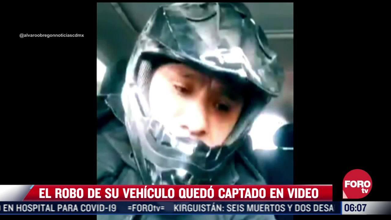 delincuente queda grabado en video al robar carro a su victima