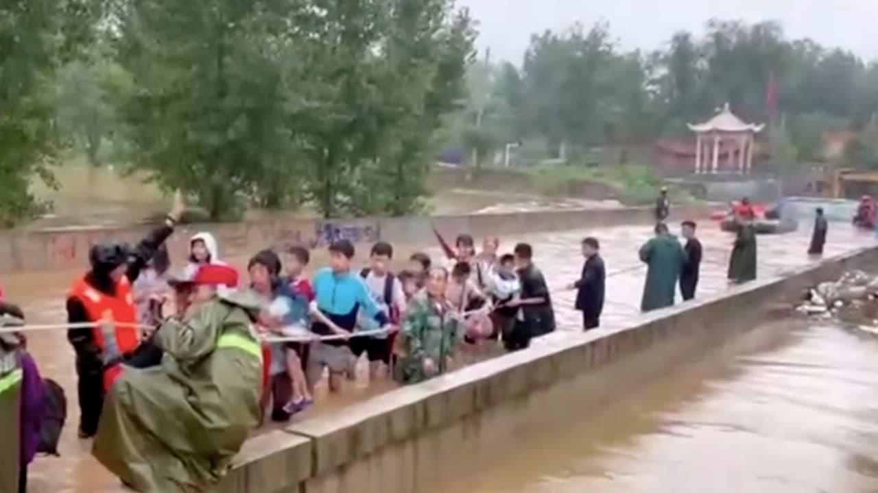 Desbordamiento de río Weihe, en China, provoca evacuación de miles de personas