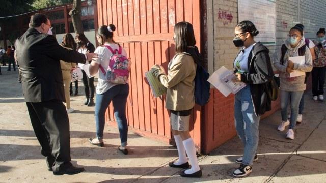 Fotografía que muestra el regreso a clases presenciales en México.