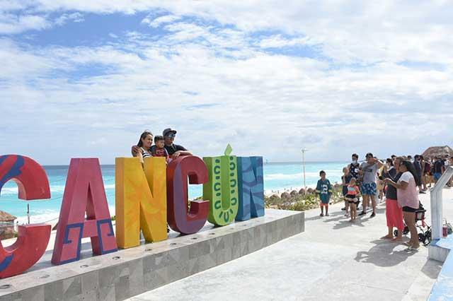 Estudiantes Bolivia viajan a Cancún; se contagian de Covid