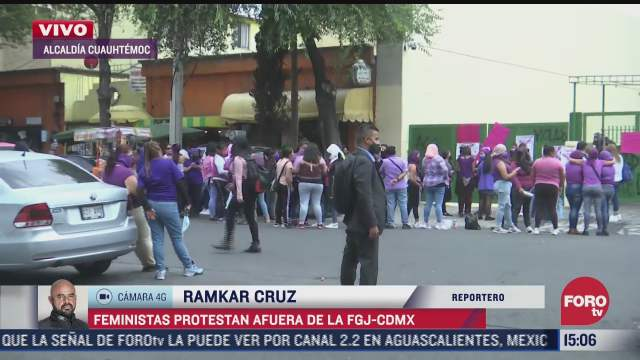 feministas protestan afuera de la fiscalia de la ciudad de mexico