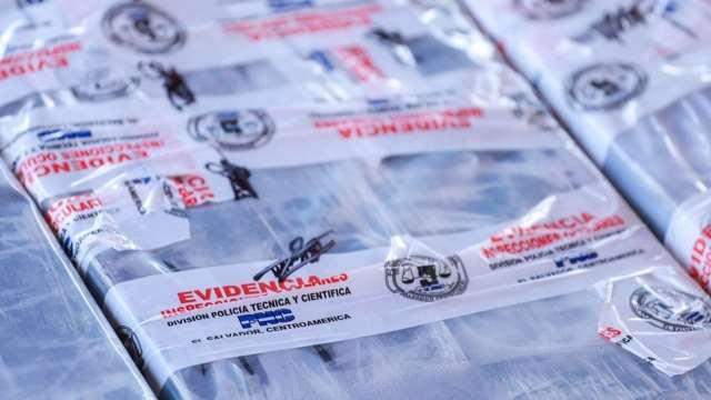 El Salvador intercepta embarcación con 1.4 toneladas de cocaína; hay 3 mexicanos detenidos