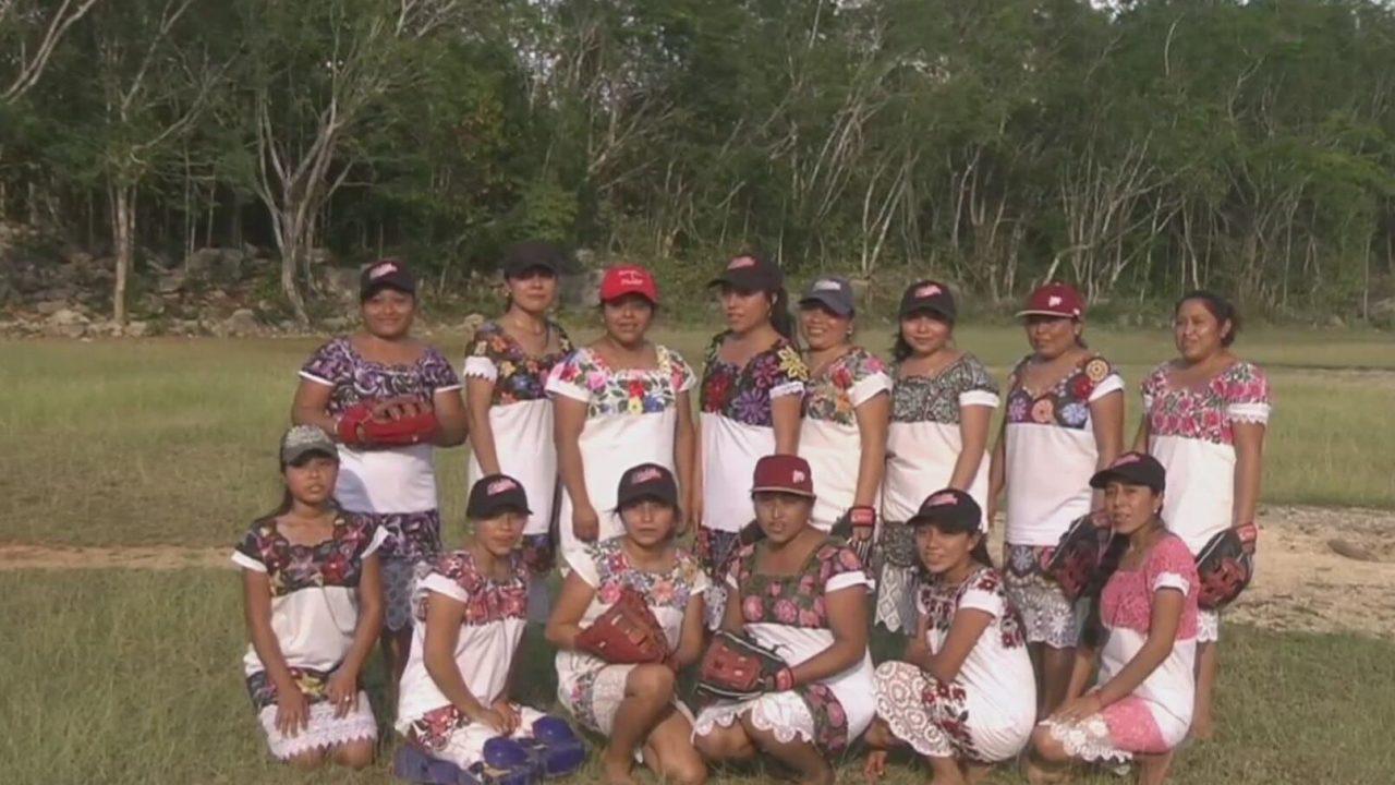 las diablitas equipo de softbol maya que rinde homenaje a sus raices