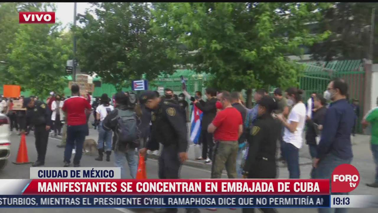 manifestantes realizan velada frente a embajada de cuba en la cdmx