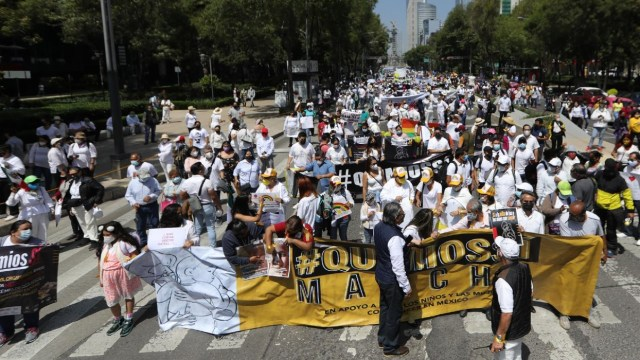 Familias de pacientes de cáncer marchan por escasez de medicamentos (EFE)