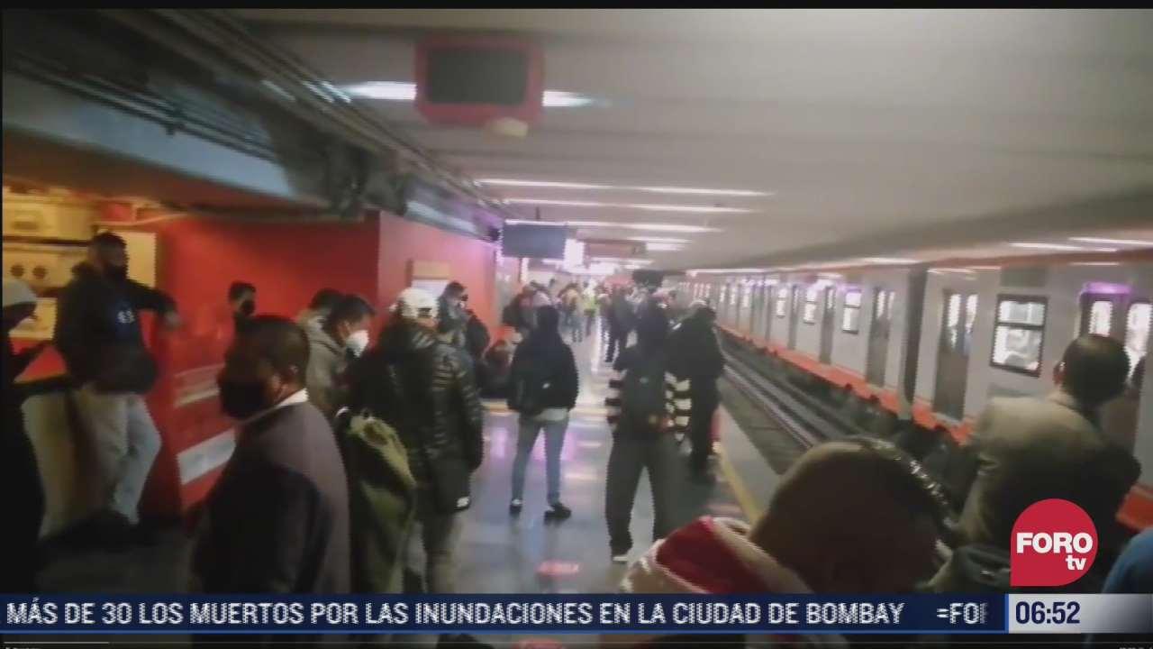 paraguas provoca corto circuito en vias de linea 1 del metro cdmx