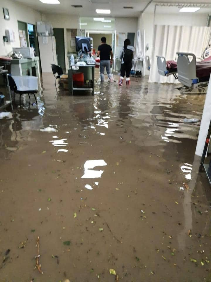 Por inundación trasladan a pacientes del Hospital de Atizapán a otras unidades médicas