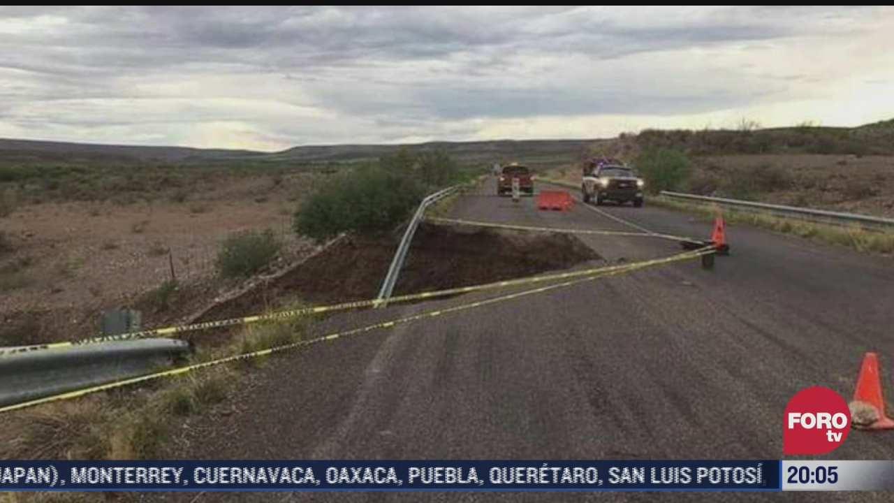 se forma enorme socavon en carretera de chihuahua