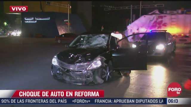 se registra fuerte choque entre automovilista y motociclista en avenida reforma