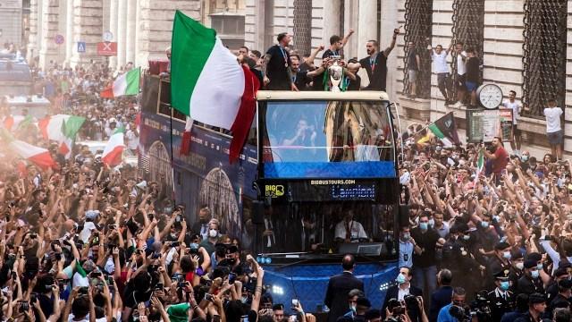 Selección Italiana celebra triunfo en la Eurocopa