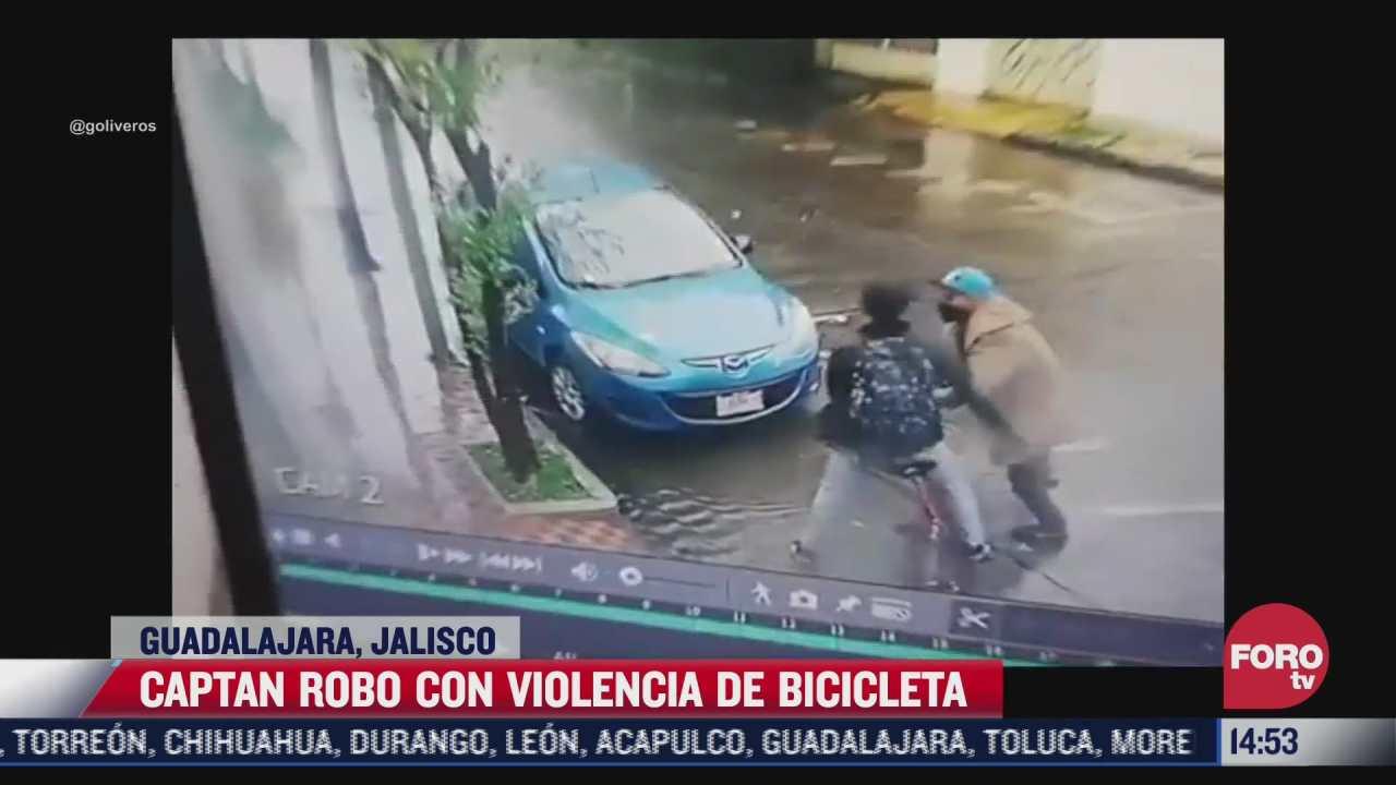 video jovenes roban bicicleta de manera violenta en guadalajara