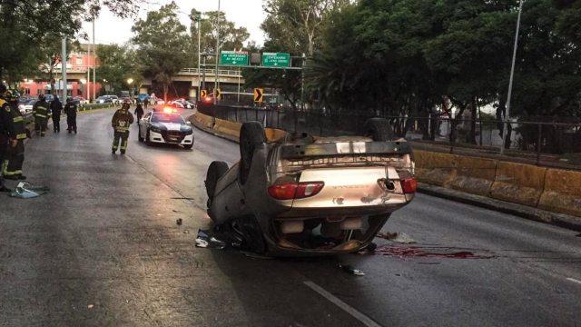 Muere automovilista tras volcar su auto sobre Circuito Interior en la alcaldía Coyoacán