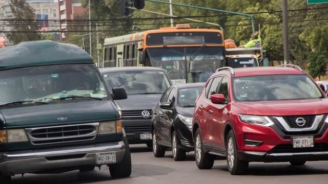 Automovilistas circulan en avenida Revolución, CDMX (Cuartoscuro)