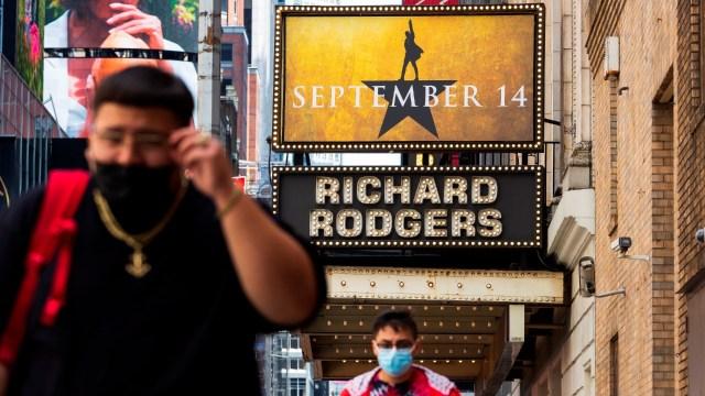 Nueva York exigirá certificado de vacunación COVID-19 para restaurantes, gimnasios, teatros y conciertos