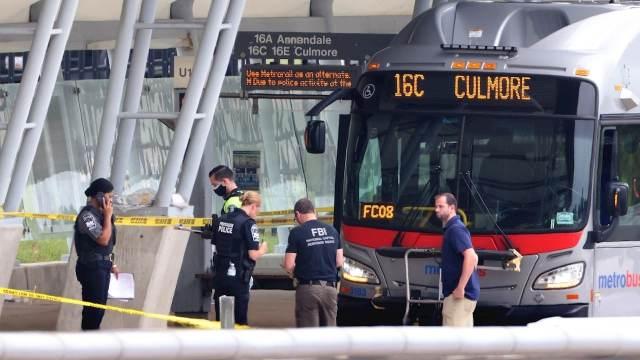 Oficial muere apuñalado durante tiroteo registrado en estación cerca del Pentágono