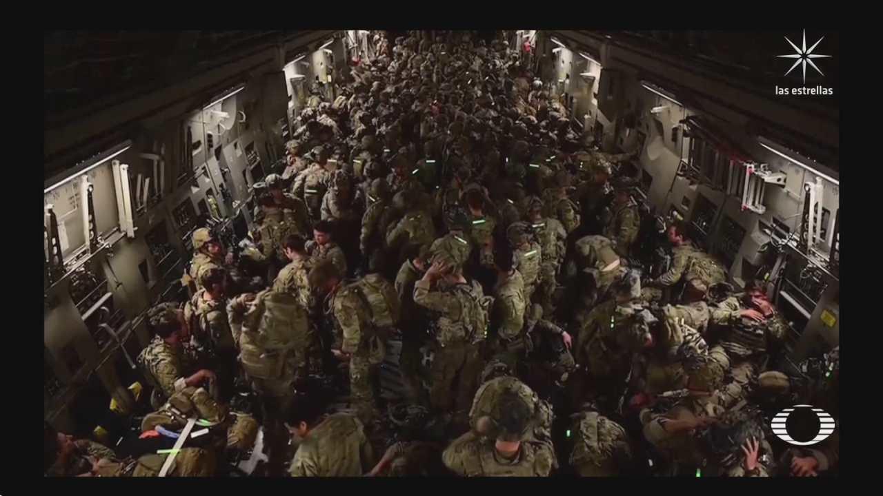 talibanes celebran toma del aeropuerto en afganistan