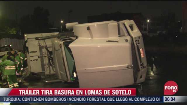 trailer tira 35 toneladas de basura tras volcar en lomas de sotelo cdmx