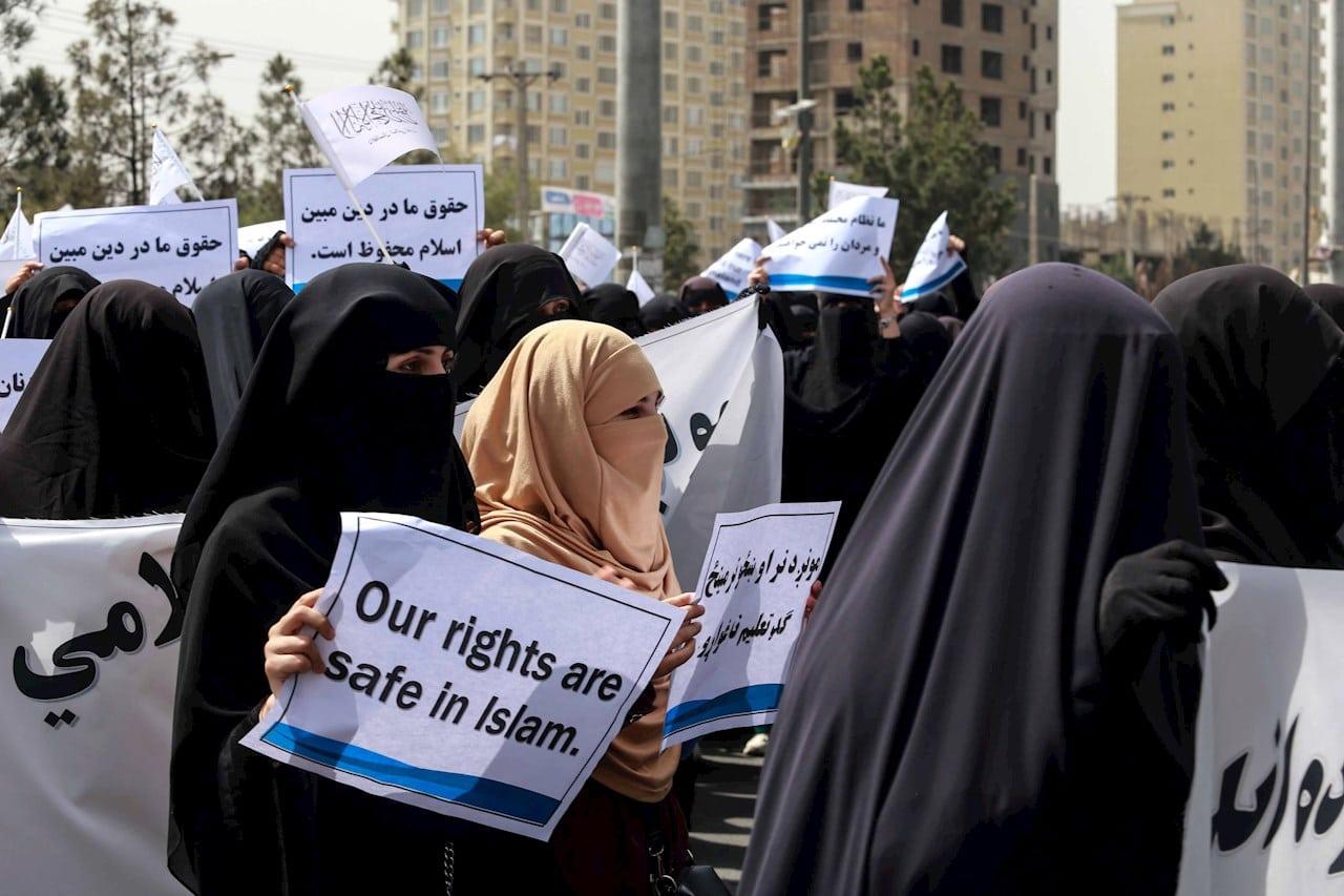 Mujeres a favor de los talibanes en Kabul