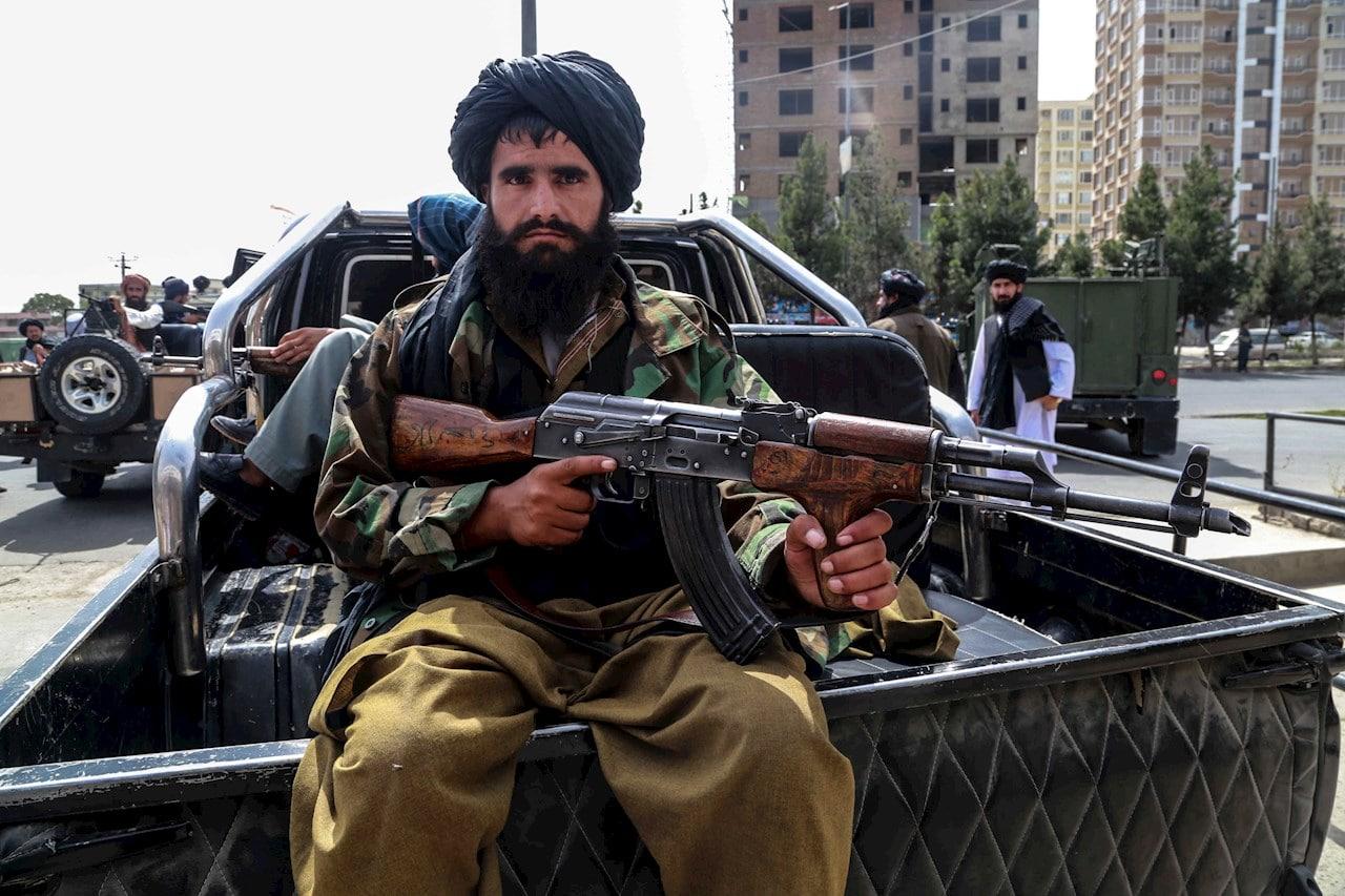 Militares talibanes en Kabul