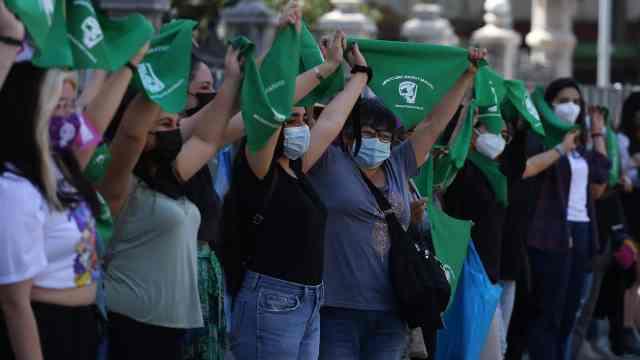 Chile da importante paso hacia la despenalización del aborto
