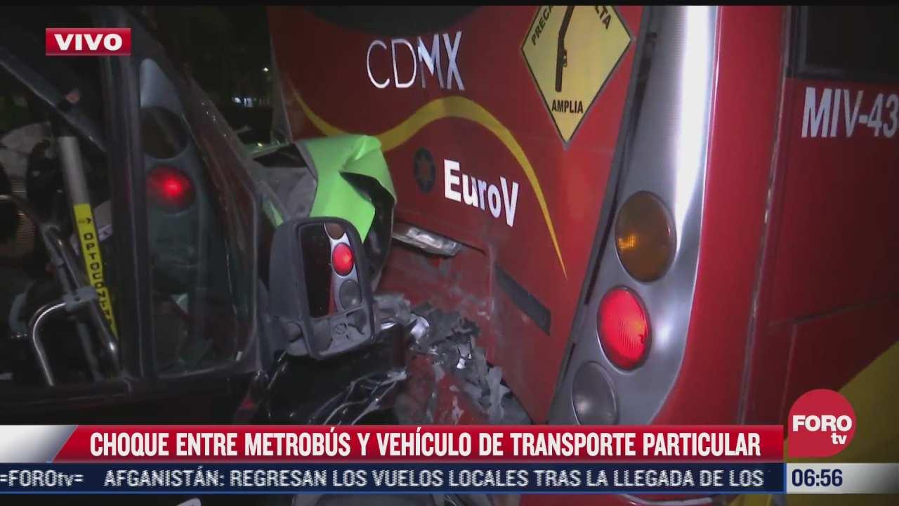 choque entre metrobus y vehiculo de transporte particular en cdmx