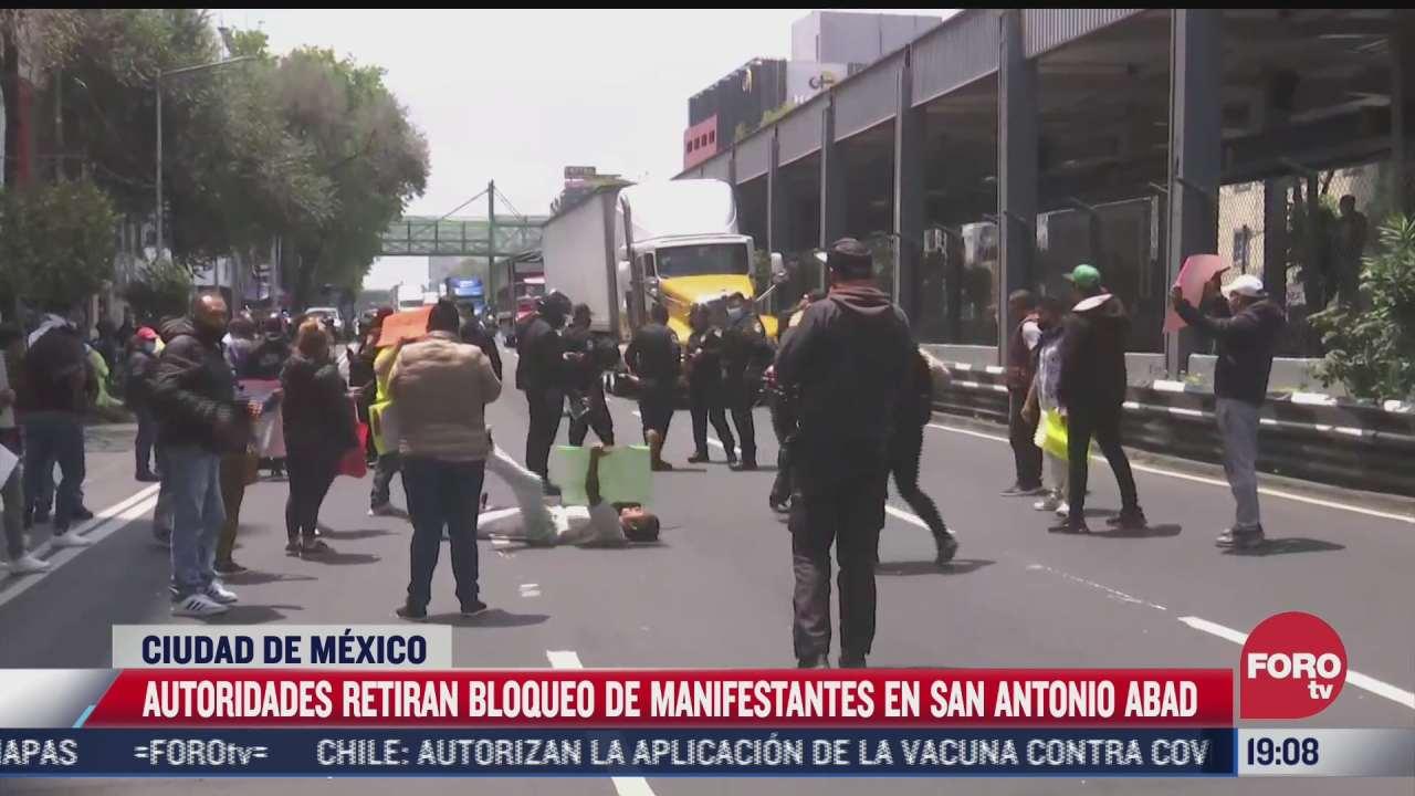 Pelea entre comerciantes y policías durante protesta en CDMX