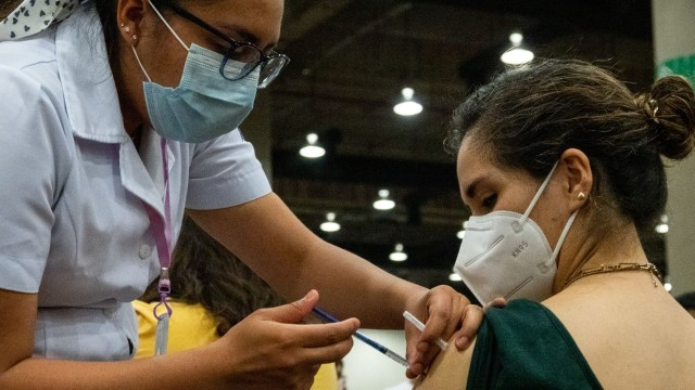 Continúa la vacunación a jóvenes de entre 18 y 29 años
