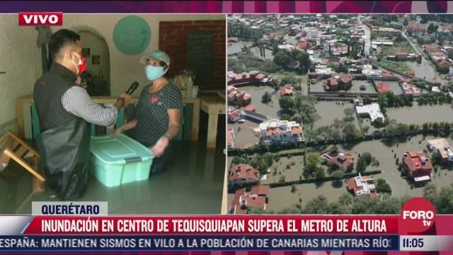 duena de cafeteria trata de salvar pertenencias por inundacion en tequisquiapan queretaro